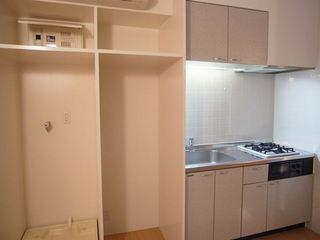 ウエストビレッジ301号室洗濯機置き場.JPG